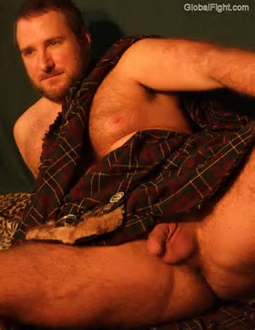 Nude Scottish Man Peek Under Kilt Tribe Net